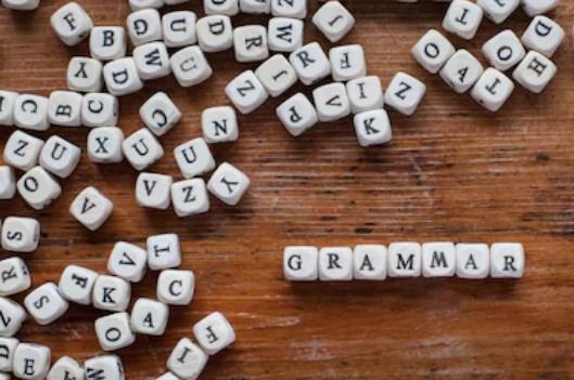 que estudia la gramatica